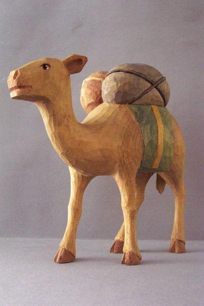 Kamel stehend, Kinderkrippe Linde lasiert