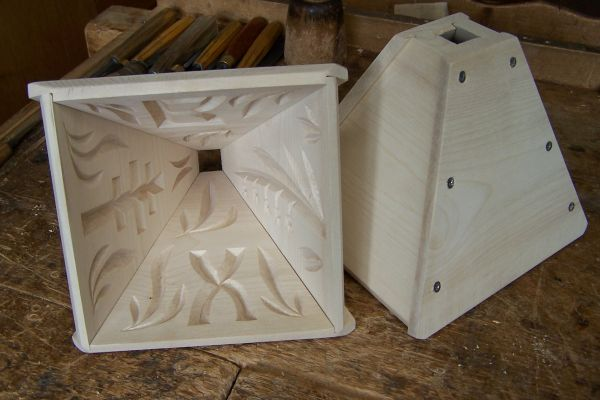 Holzmodel mit Kerbschnitzerei
