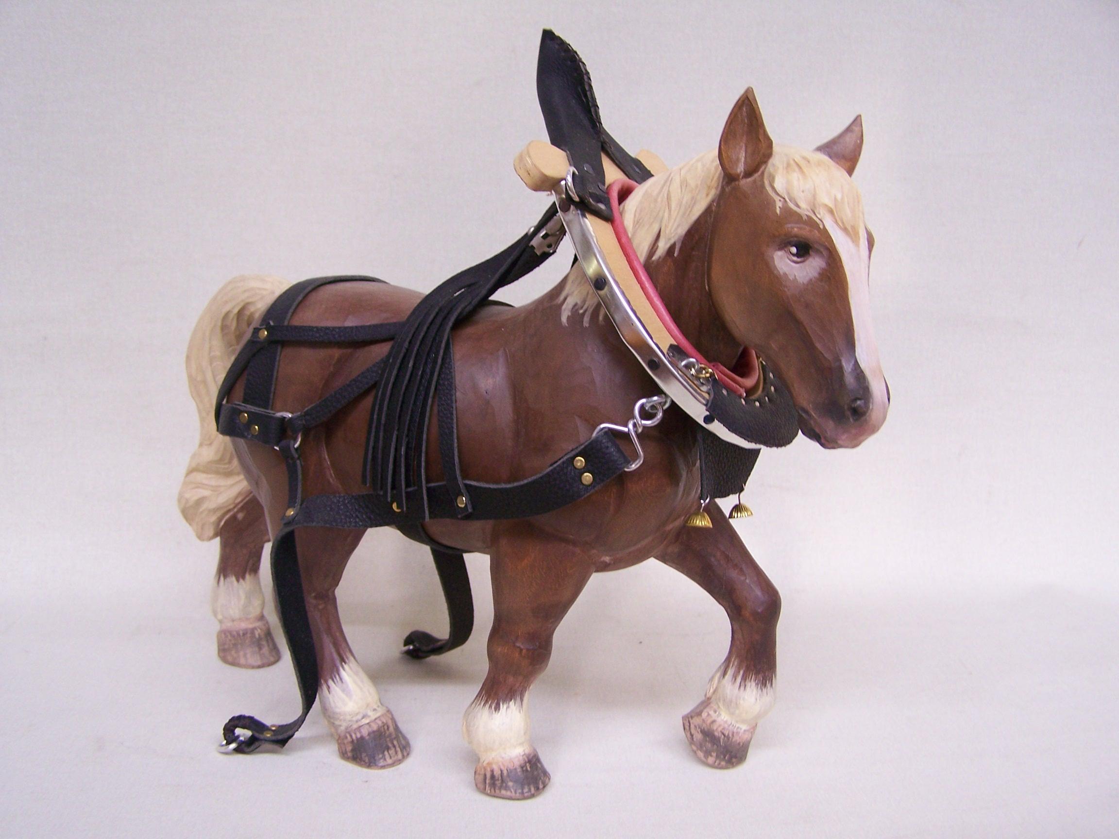 pferd gro mit festgeschirr herrgottschnitzer von bodenmais. Black Bedroom Furniture Sets. Home Design Ideas