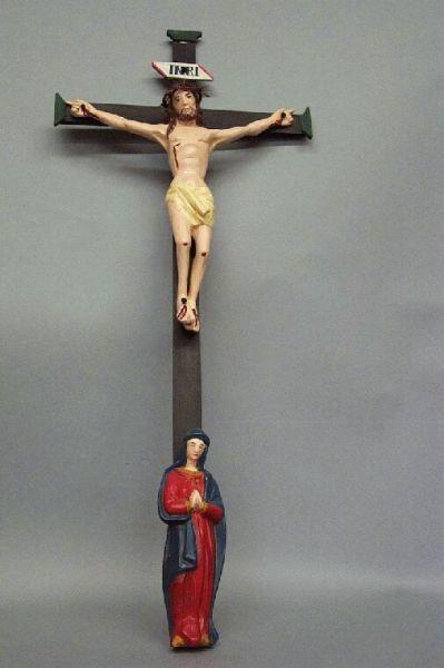 Kreuz mit trauernder Maria