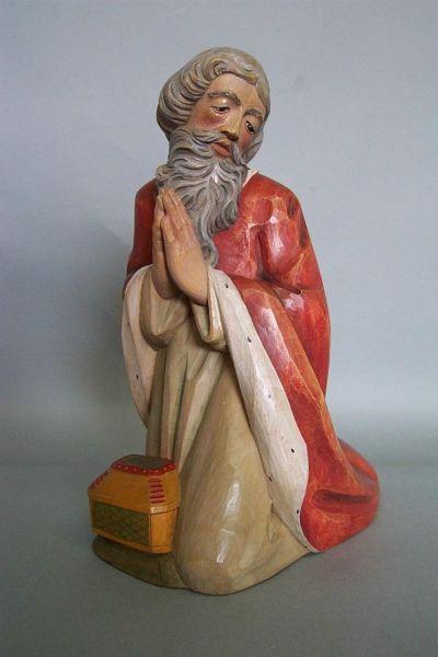 König 1 Melchior kniend, Linde lasiert