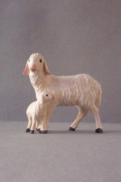 Mutterschaf 2 mit Lamm stehend Weymouthskiefer lasiert