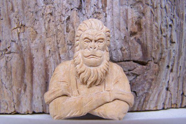 Anhänger Affe aus Kirschholz