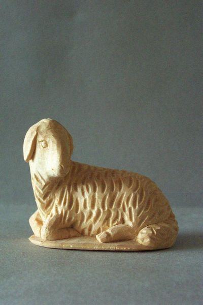 Schaf 3 liegend, Weymouthskiefer natur