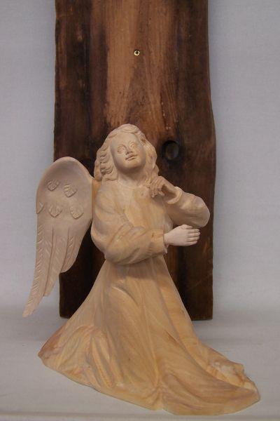 Engel kniend