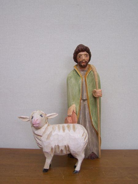 Gute Hirte mit Schaf bemalt