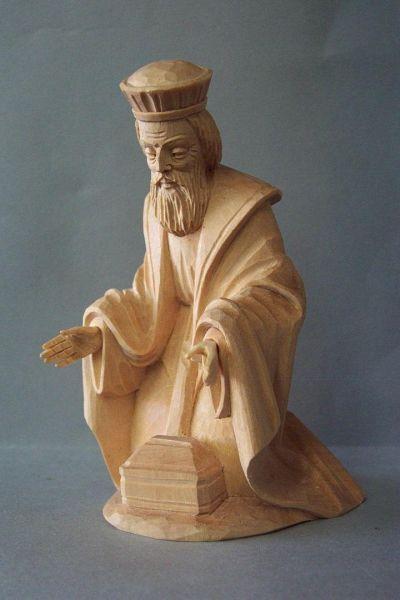 König 1 Melchior kniend, Linde detailliert natur