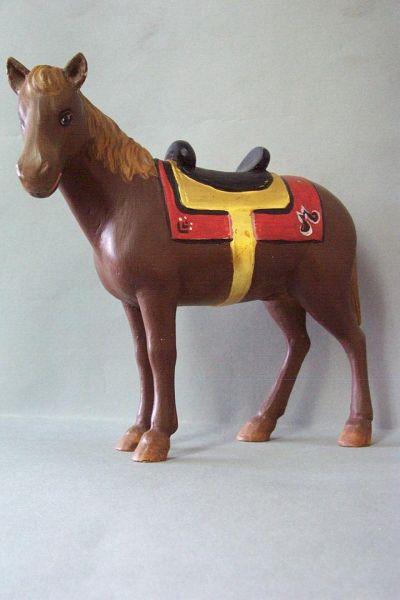 Pferd mit Sattel und Zaumzeug, Linde detailliert lasiert