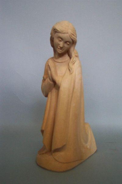 Maria kniend, Linde natur