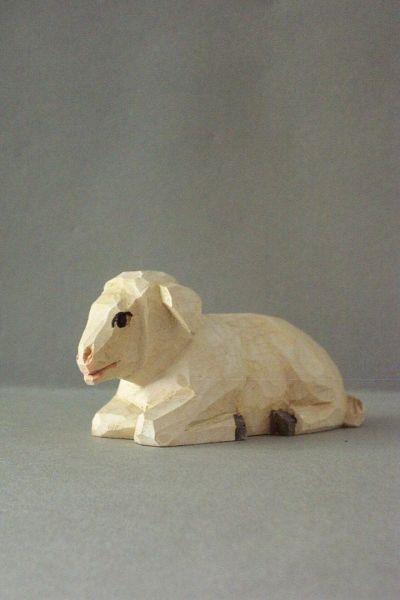 Schaf liegend, Kinderkrippe Linde lasiert