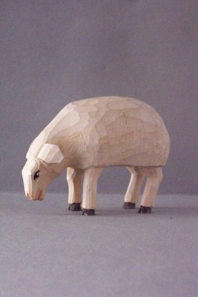 Schaf aesend, Kinderkrippe Linde lasiert