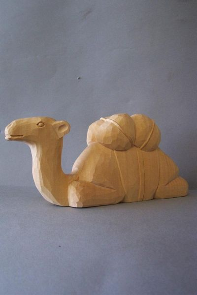 Kamel liegend, Kinderkrippe Linde natur