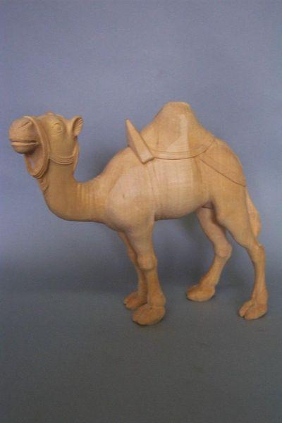 Kamel 1 stehend mit Sattel und Zaumzeug, Linde detailliert natur