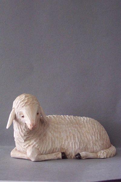 Schaf 3 liegend, Linde detailliert lasiert