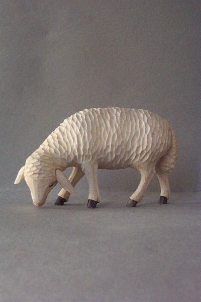 Schaf 2 äsend, Linde detailliert lasiert
