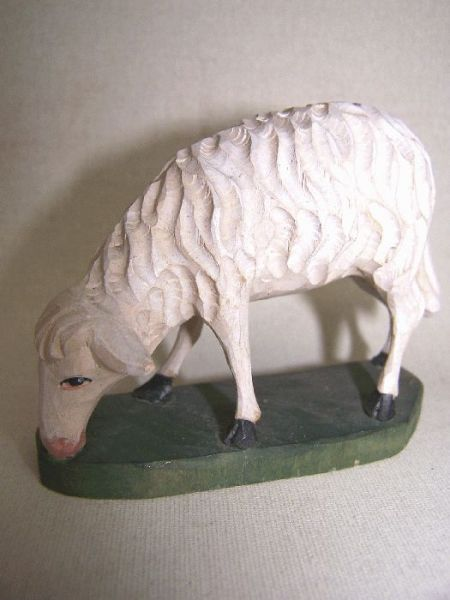 Schaf äsend Lindenholz lasiert