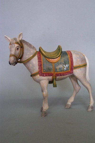 Pferd mit Sattel und Zaumzeug, Linde detailliert laisert
