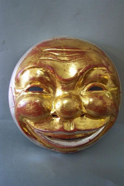 Vollmond Maske gefaßt