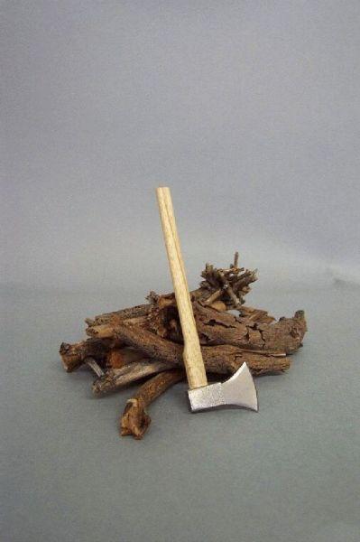 Axt mit Holzstapel für Jahres-Zeitenlaterne