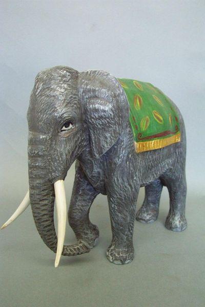 Elefant 2 mit Decke, Linde detailliert lasiert