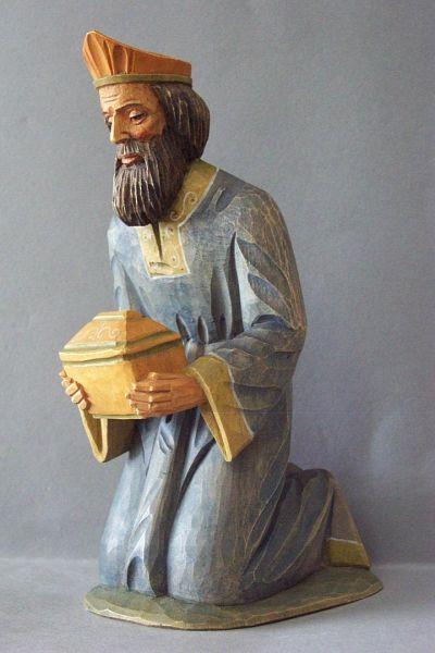 König 1 Melchior kniend, Linde detailliert lasiert
