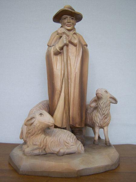 Gute Hirte mit 3 Schafen gebeizt