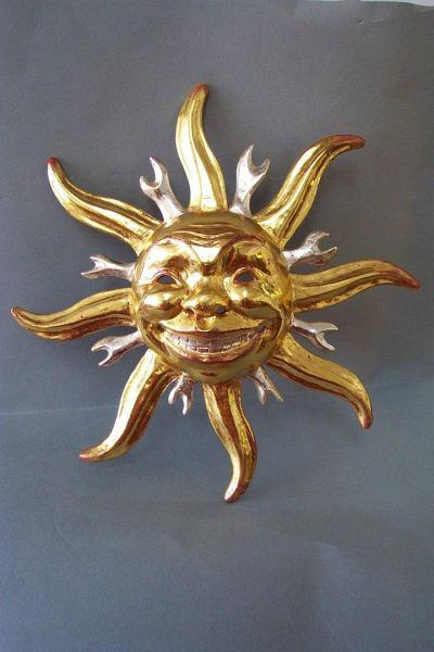 Sonne mit Strahlen Maske gefaßt