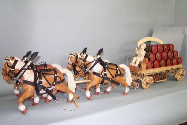 4er Pferdegespann mit Brauereiwagen, Lindenholz lasiert / ohne Kutscher