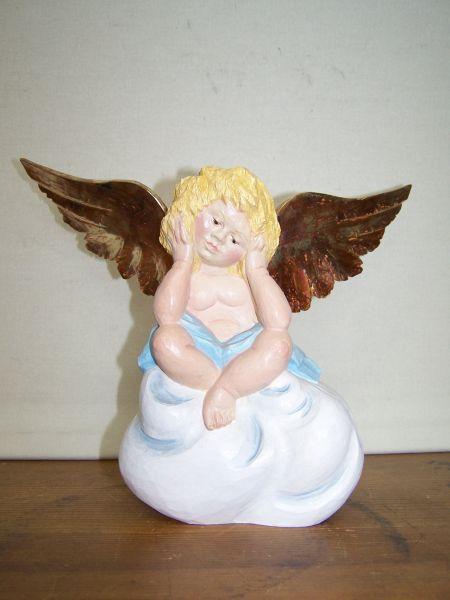 Engel auf Wolke gefasst